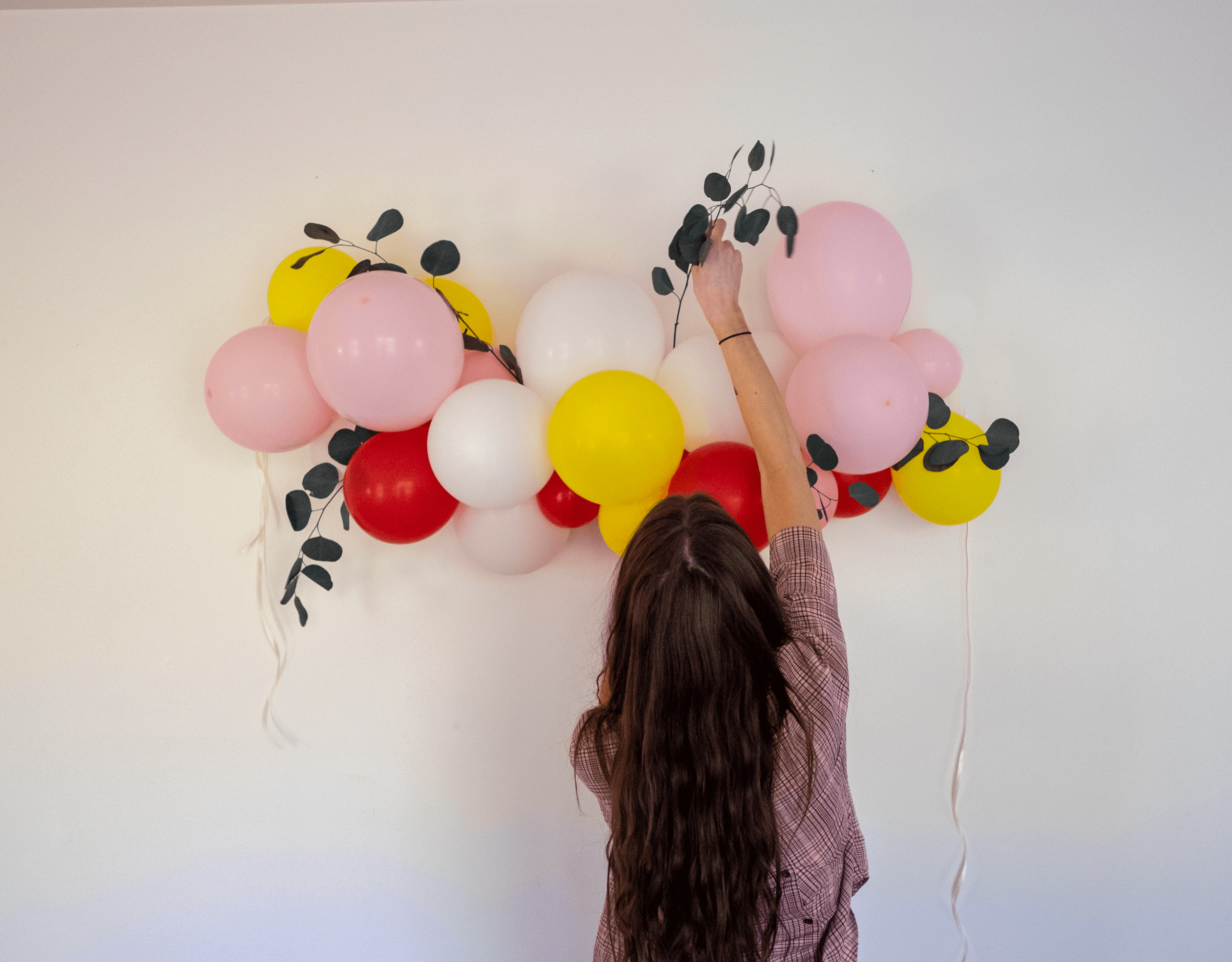 How to Make a Poppin' Balloon Garland